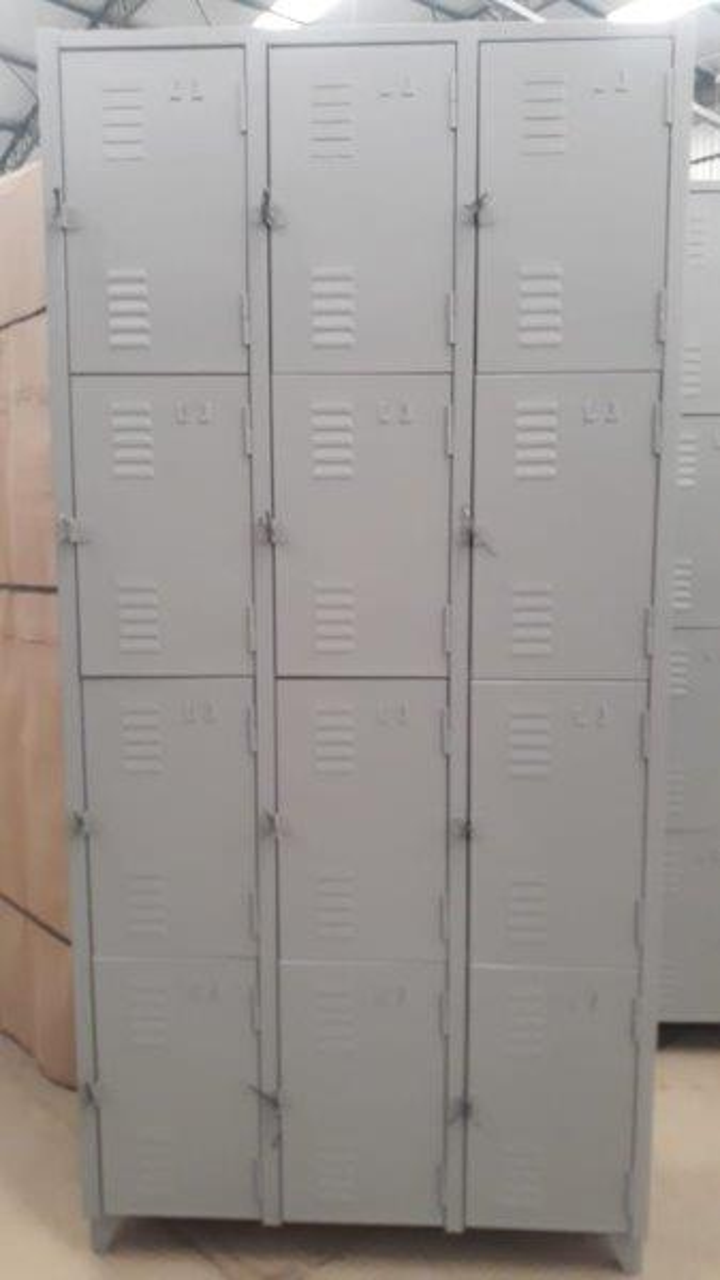 Armário guarda volumes